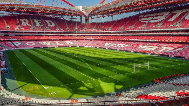 O Estádio da Luz tem capacidade para 64 642 pessoas