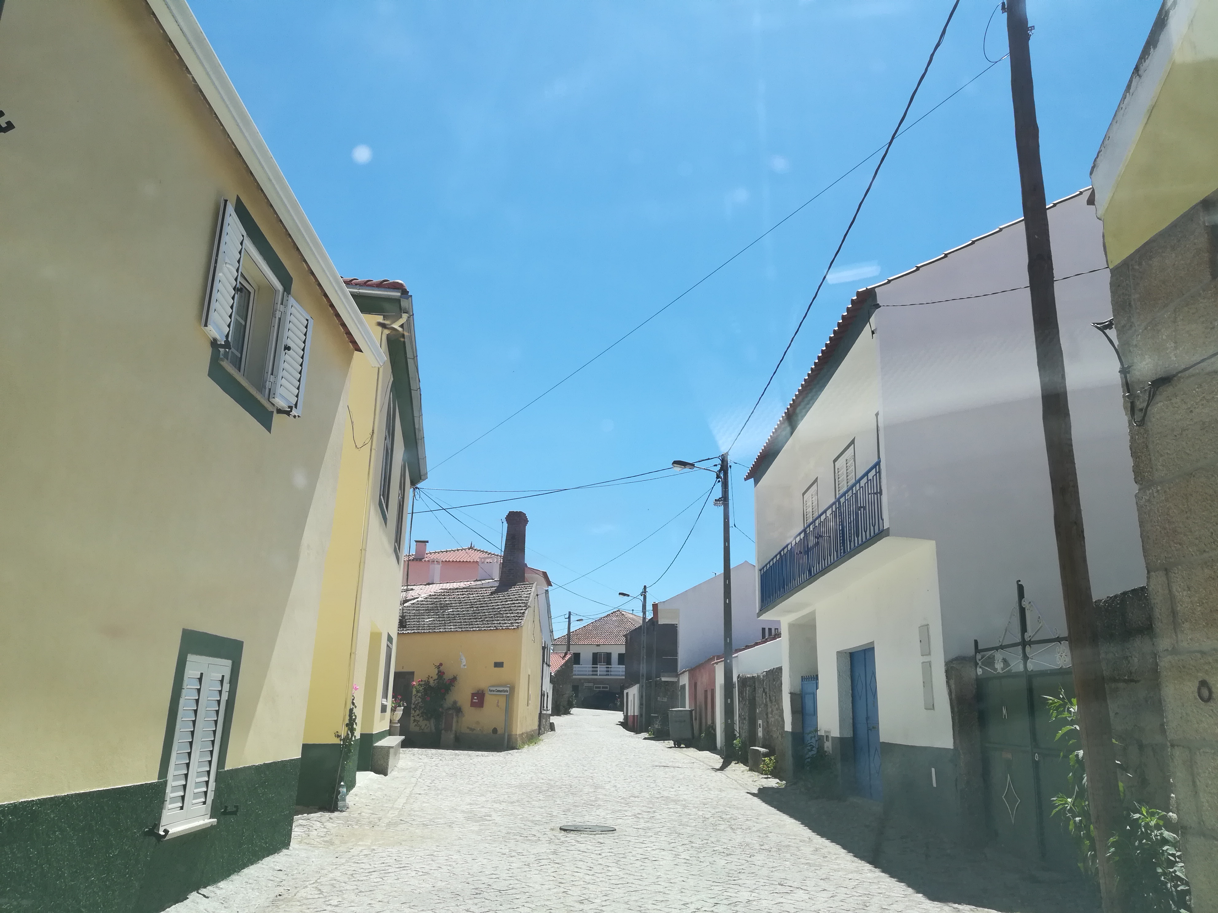 Interior da aldeia de Monte Perobolço