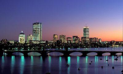 A 2ª maior cidade do Mundo, Boston, ao anoitecer