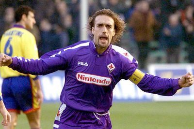 Fiorentina's Argentine soccer star Gabriel Batistuta celebrates after he scored against Bologna during their Serie A match in Florence 05 December.